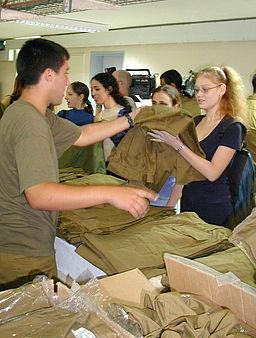 Flickr_-_Israel_Defense_Forces_-_Receiving_Uniforms